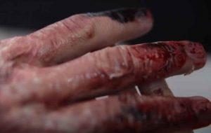 Maquillaje efectos especiales de heridas en las manos. Marcos Sixto Escuela de maquillaje